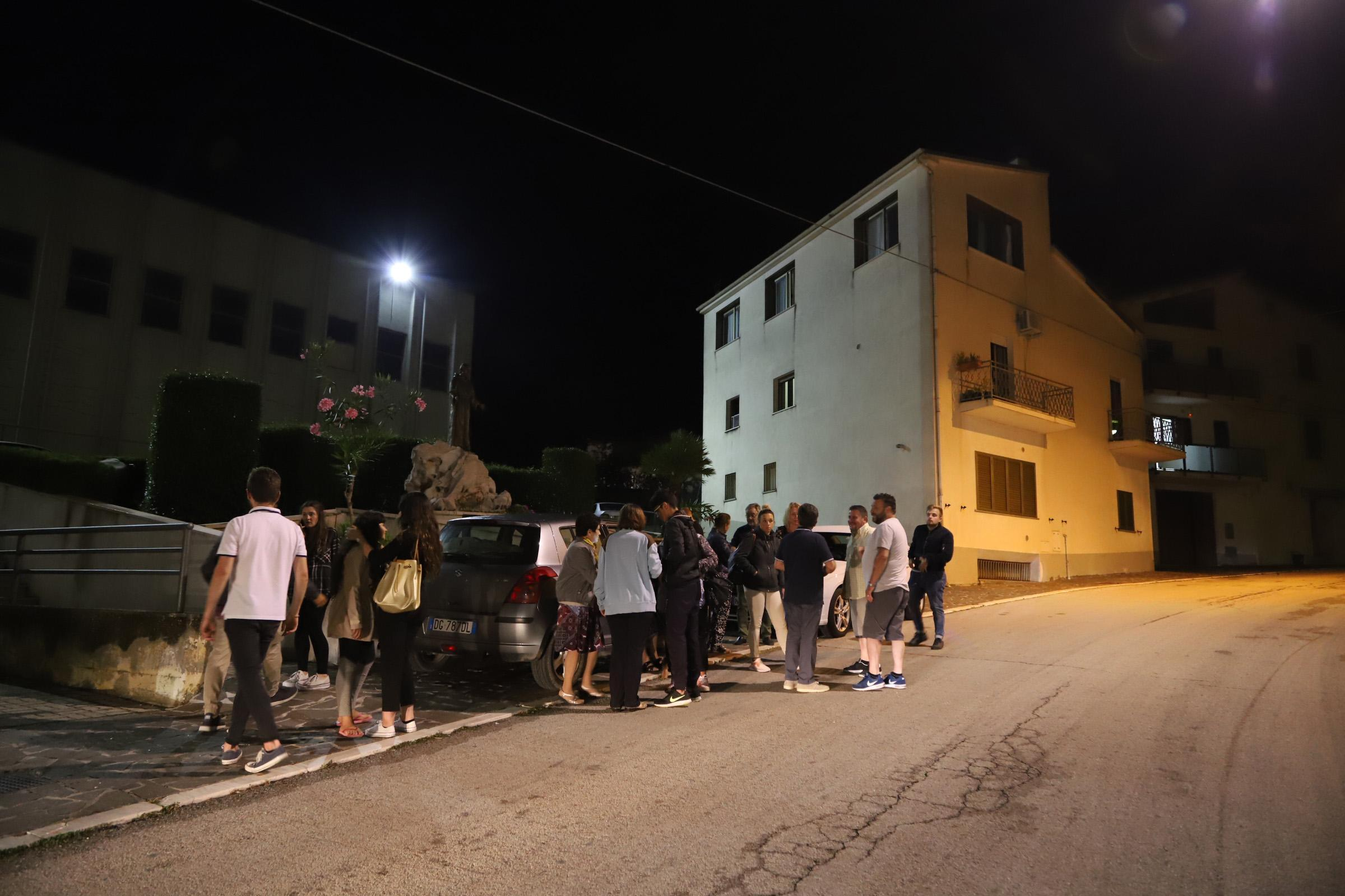 terremoto-molise-gente-per-strada