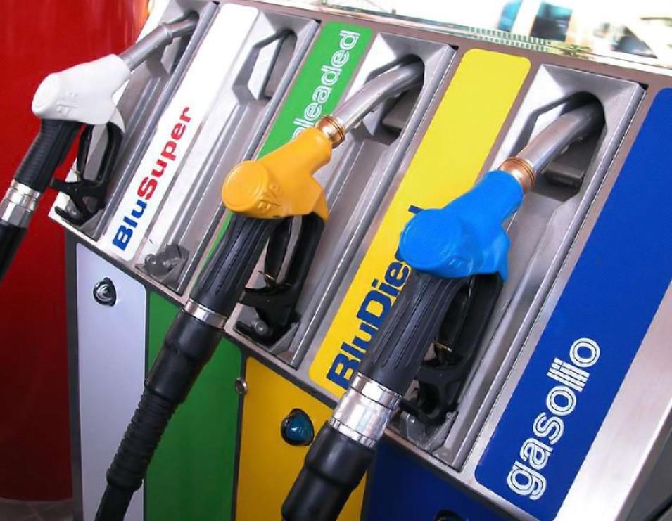 manovra-taglio-accise-benzina-per-250-300-mln-rilanciato-ecco-come-in-studio-fattibilit